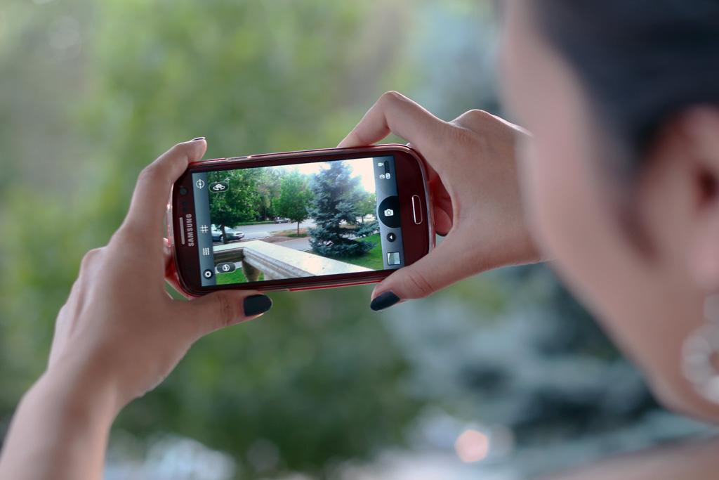 【企業SNSブログ投稿用】スマホできれいな写真を撮る方法